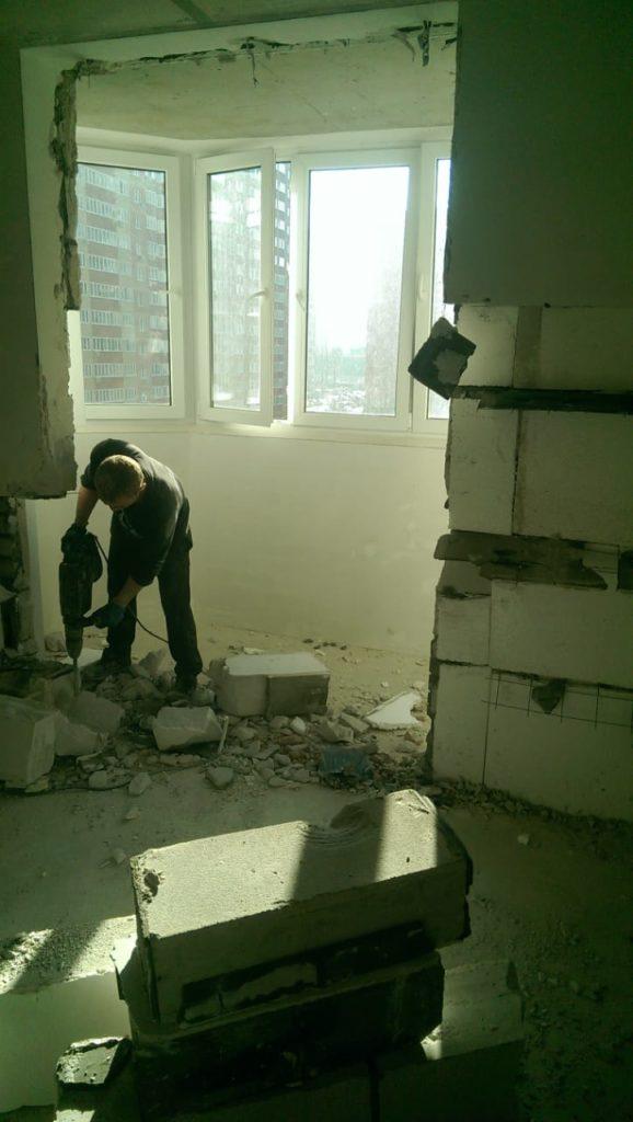 Демонтаж подоконного блока