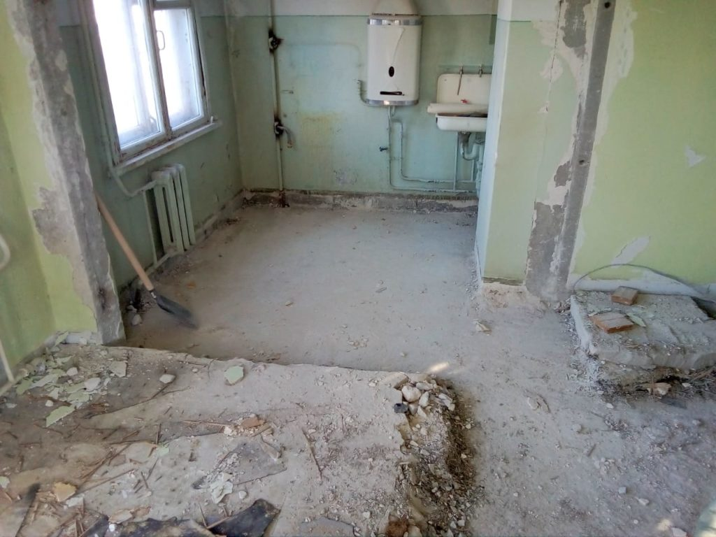 Демонтаж бетонной стены и напольного покрытия